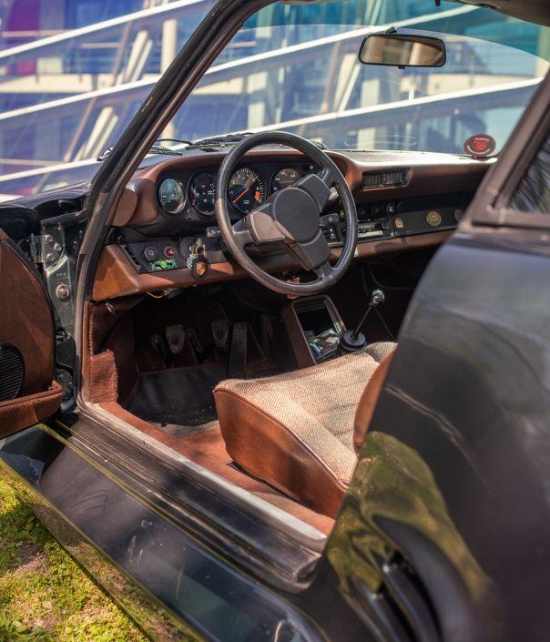 dashboard of historic porsche 911