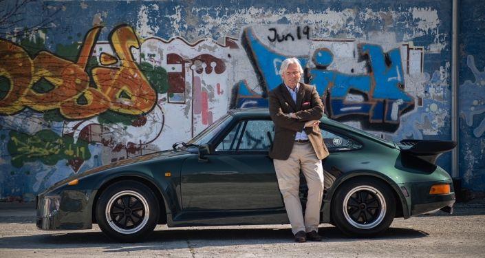 Porsche 911 Flatnose with driver